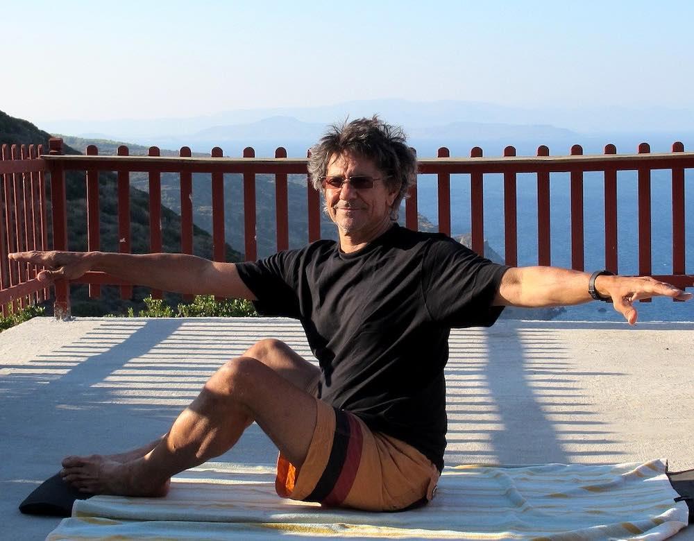 professeur de pilates pendant la pause du midi au travail